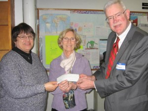 CoFiA President Carolyn Sobering receiving a previous Community Chest grantg
